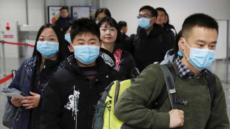 Escasez de cubrebocas en medio del pánico provocado por el coronavirus
