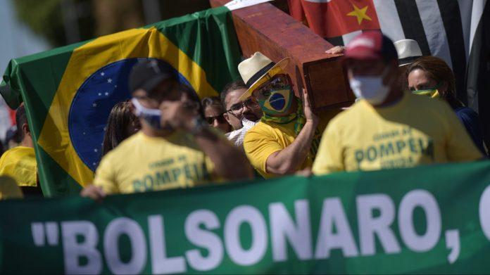 Bolsonaro, infectado de COVID-19, recibe a seguidores • Forbes México