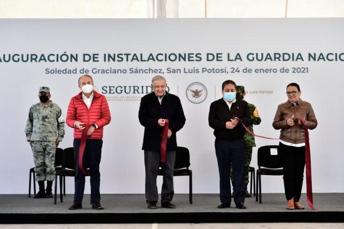 El general González (atrás a la derecha) participó en el evento del domingo de AMLO en el municipio de Soledad Graciano. Foto: Presidencia
