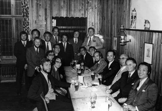 Mitglieder der Baßgruppe der Berliner Philharmoniker und des japanischen Rundfunkorchesters
