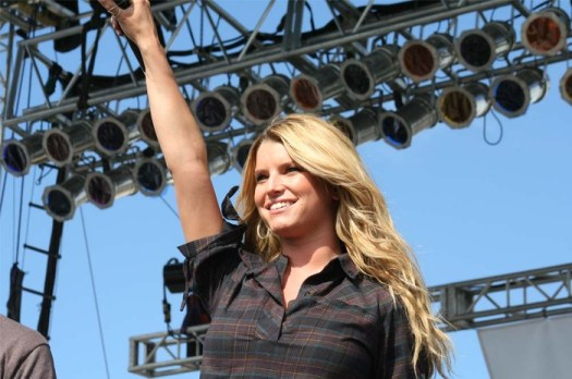 Jessica Simpson Sued by Licensing Agency for Posting Paparazzi Photo on Instagram