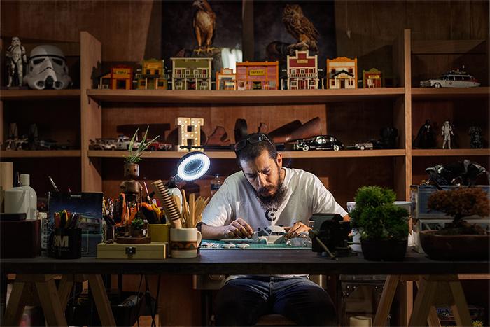 Felix Hernandez Lands 'Rover' on the Moon