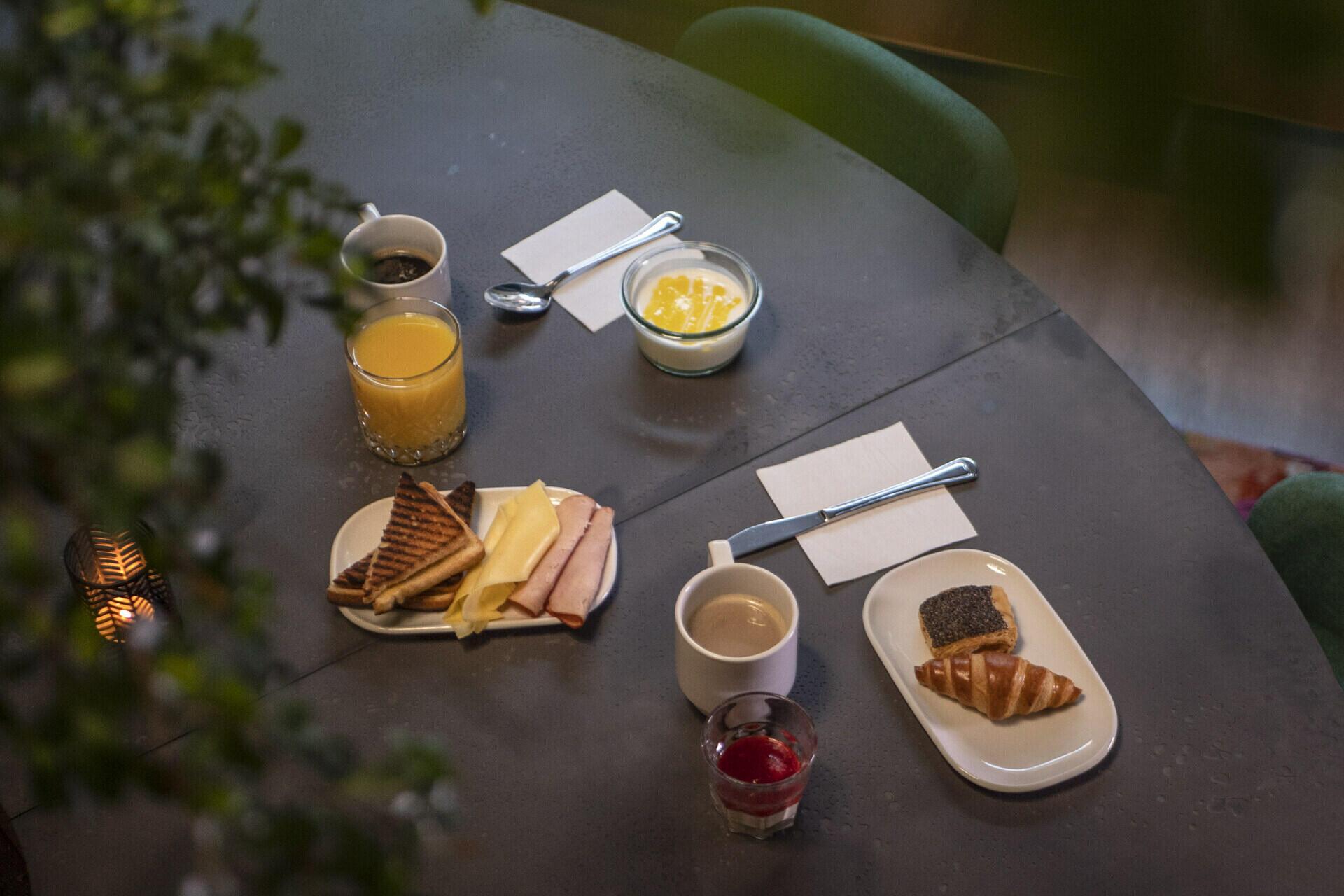 Breakfast Hotel Twentyseven