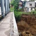 पहिरोले पोखरा दोबिल्ला वस्ती र पुल जोखिममा