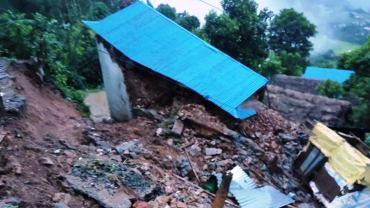 स्याङ्जामा पहिरोले घर पुरिँदा ६ जनाको मृत्यु, ४ जना बेपत्ता