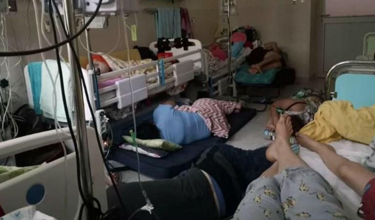 Zdjęcie z Instytutu Matki i Dziecka w Warszawie. Sala gdzie leżą dzieci na onkologii – Na podłodze skuleni rodzice.