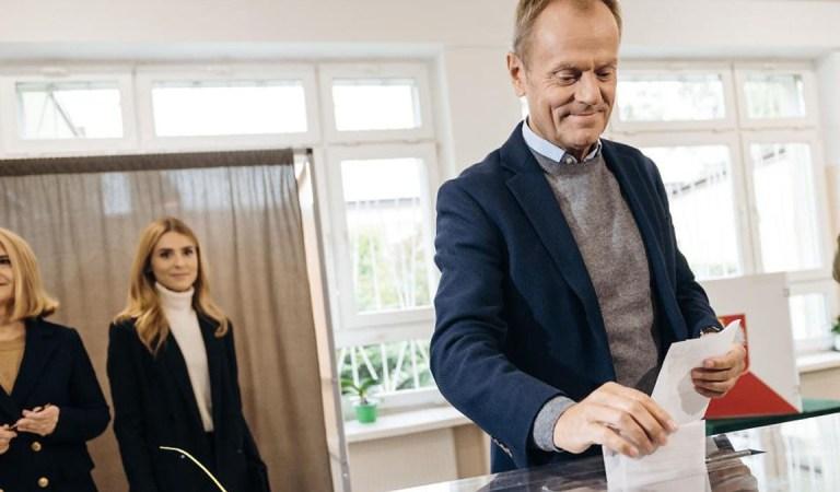 """Tusk: """"Pomogę w zebraniu podpisów w Brukseli dla Rafała Trzaskowskiego""""."""