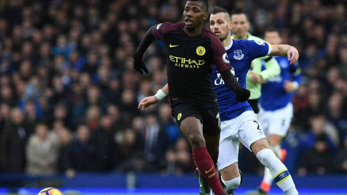 Manchester City's Nigerian striker Kelechi Iheanacho (L) vies with Everton's newly signed French midfielder Morgan Schneiderlin (R) during the English Premier League football match between Everton and Manchester City at Goodison Park in Liverpool, north-west England on January 15, 2017. Paul ELLIS / AFP