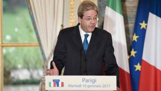 Italy's Prime Minister Paolo Gentiloni gives a statement following a meeting with French President on January 10, 2017 at the Elysee Palace in Paris. STEPHANE DE SAKUTIN / AFP