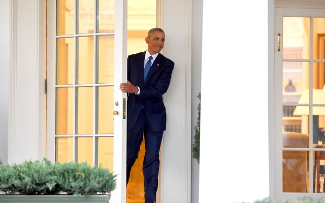 US President Barack Obama departs the Oval Office for the last time as president, at the White House in Washington, DC January 20, 2017.  / AFP PHOTO / JIM WATSON