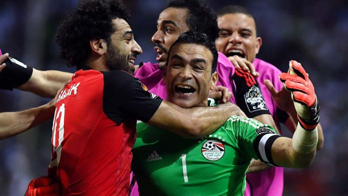 Egypt's goalkeeper Essam El-Hadary (C) celebrates with teammates at the end of the penalty shootout of the 2017 Africa Cup of Nations semi-final football match between Burkina Faso and Egypt at the Stade de l'Amitie Sino-Gabonaise in Libreville on February 1, 2017.  GABRIEL BOUYS / AFP