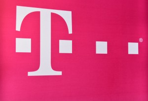 T Mobile launches live coverage map to show off its network s live         of the company s network  along with information from third party  sources like Inrix  and offers people a live look at the state of T Mobile s  network
