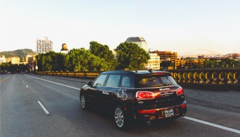 BMW ReachNow car-sharing service opens lot at Portland airport