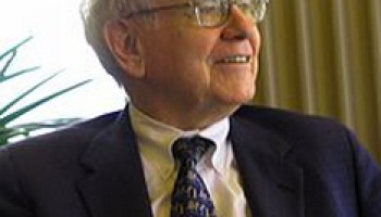 Warren Buffett gushes about Amazon, says it's tough to outmaneuver Jeff Bezos