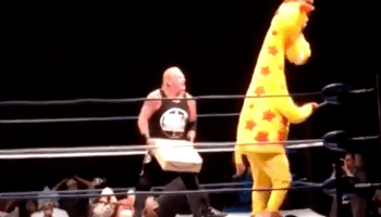 Not ready for Prime time, Toys R Us mascot gets knocked out of wrestling ring by Amazon box
