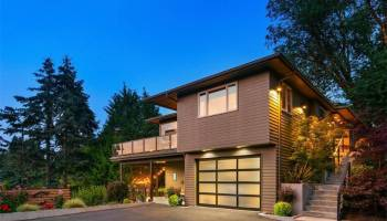 Entertainer's Paradise with Modern Features in West Seattle