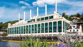 万马奔腾弗雷德双雄移动到历史悠久的建筑和扩大,西雅图大学校园