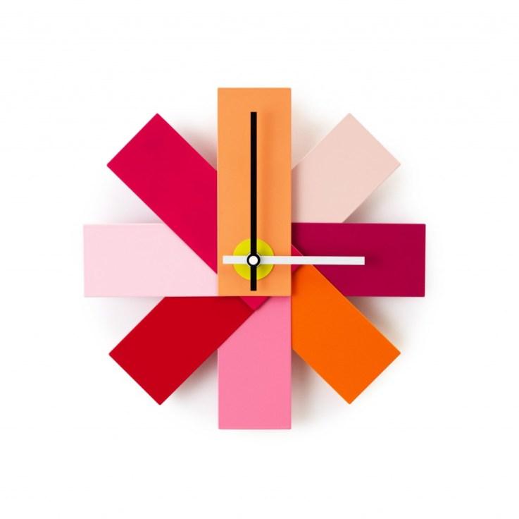 L'orologio da parete Watch Me di Normann Copenhagen costa 28 euro invece di 40 su trend-house.com