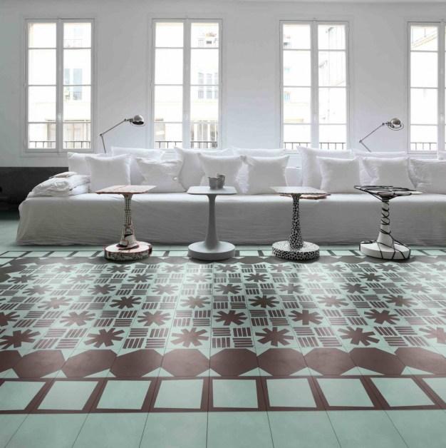 Una collezione di piastrelle che trasforma il pavimento in un bellissimo tappeto. Di Paola Navone per Bisazza.