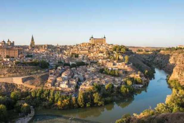 desde Madrid grupo reducido a Toledo Segovia y el Alcázar