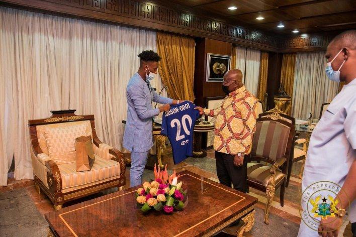 PHOTOS: Chelsea winger Callum Hudson-Odoi pays visits to Prez Akufo-Addo 4