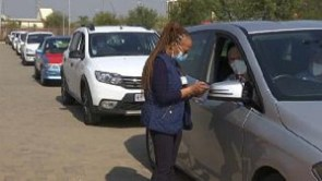 A nurse speaks to a man waiting in line for a Covid-19 jab at Kempton Park, Johannesburg