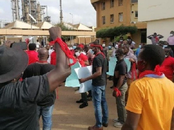 TOR workers lock up refinery entrance to demand allowances