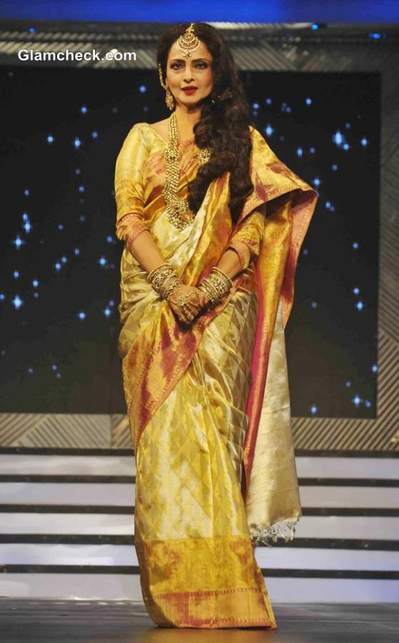 Rekha Pays Tribute To Late Yash Chopra At Special Fashion Show