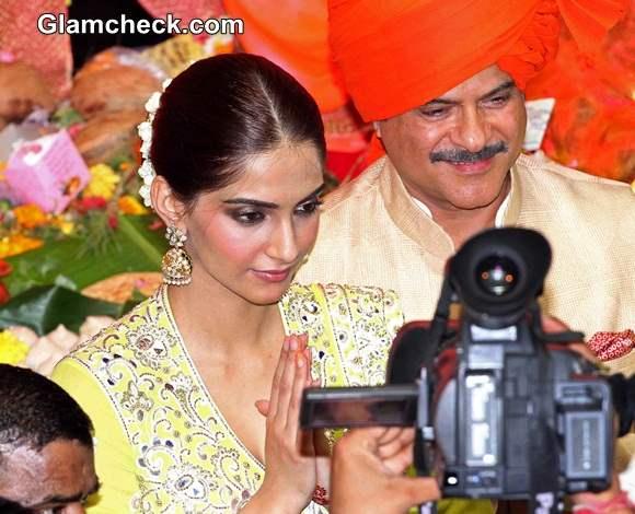Lalbaugcha Raja 2014 Anil Kapoor And Sonam Kapoor Offer