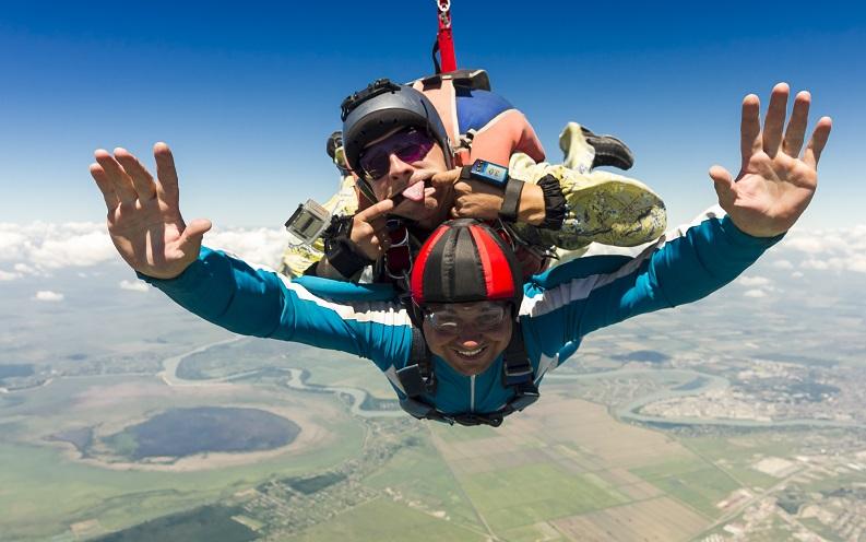 fun_jobs_sky_diving_instructor.jpg