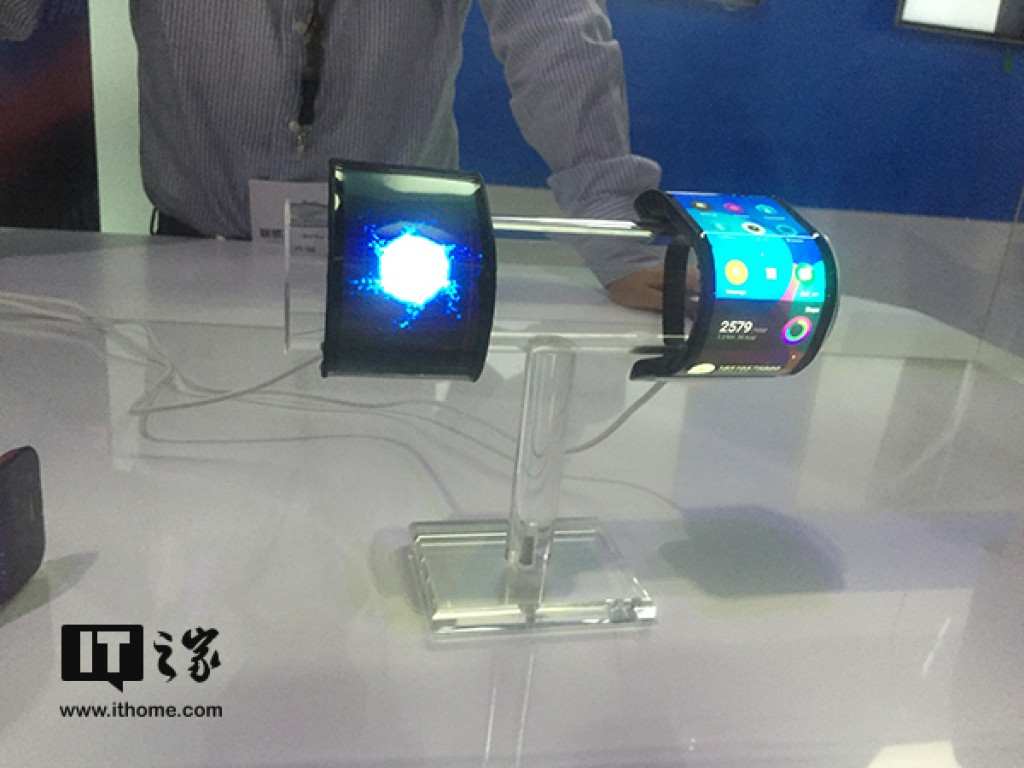 gsmarena 002 - بالفيديو: الكشف عن نموذج مبدئي لهاتف لينوفو القابل للطي مع توقعات بإطلاقه قريباً