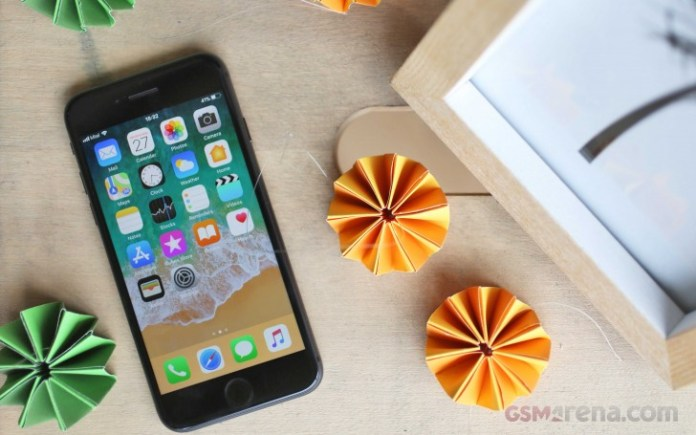 Apple plans 20% lower component supply for 2018 iPhones