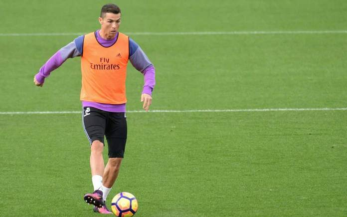 Real Madrid's Portuguese forward Cristiano Ronaldo takes part in a training session at Real Madrid sport city in Madrid on November 18, 2016, on the eve of the Spanish league football match Atletico de Madrid vs Real Madrid CF.  JAVIER SORIANO / AFP