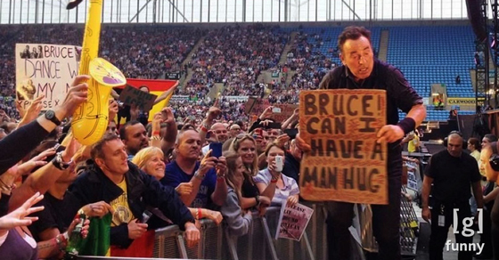 Funny Concert Signs That Totally ROCK Teamwork For Hilarity Guff