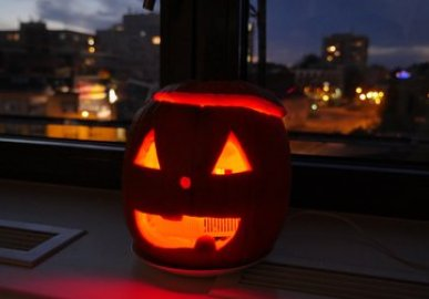 Scary Pumpkin with motion detector and movements!