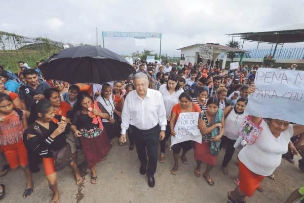 VISITA AL SUR. El Presidente estuvo ayer en Chiapas y Tabasco. Foto: Especial.