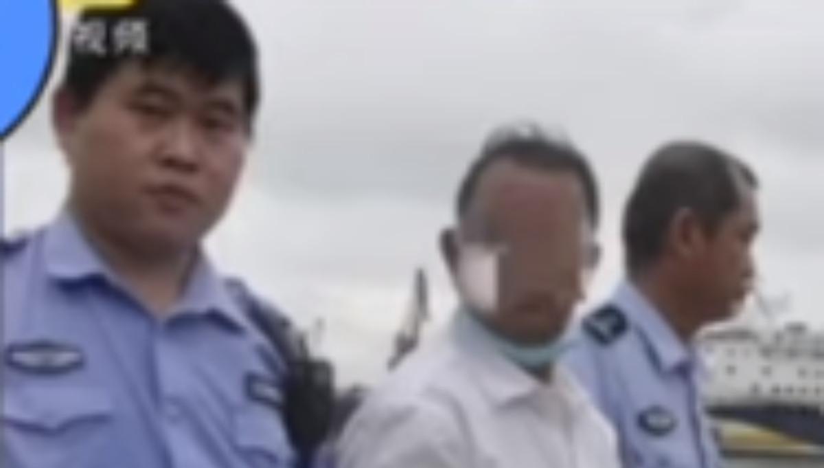 VIDEO Padre avienta a su hijo discapacitado al mar para fingir accidente y  reclamar el seguro   #SéUnoNoticias