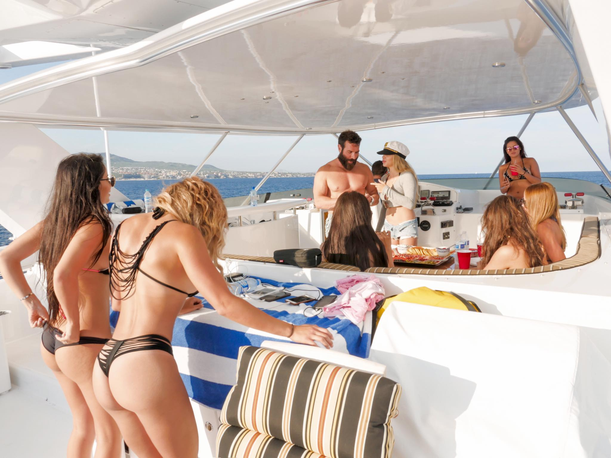 Dan Bilzerian Doesn%E2%80%99t Actually Exist And Here%E2%80%99s Why4 Dan Bilzerian Doesn't Actually Exist, And Here's Why
