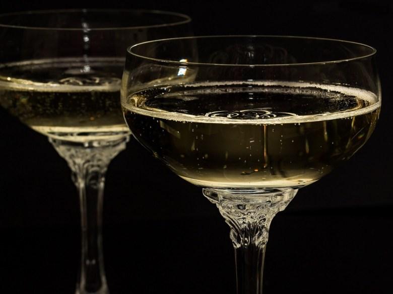 ईरान में करोना वायरस से ठीक होने के लिए पी जहरीली शराब, 27 लोगों की मौत