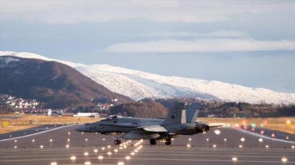 Un cazabombardero McDonnell Douglas F/A-18 Hornet de la Aviación española en el Aeropuerto de Bodø, en Noruega.