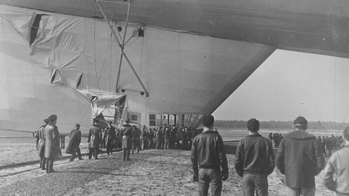 La aleta inferior del USS Akron se dañó después de un incidente en febrero de 1932. (Crédito: US Navy Naval History and Heritage Command)