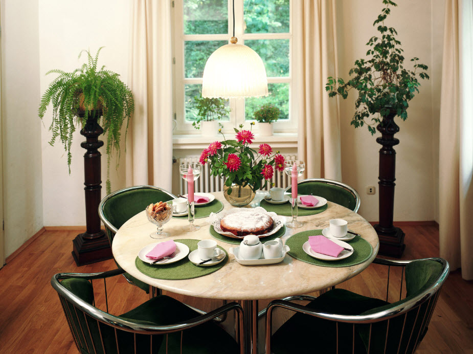 Cute and Small Dining Spaces round dining table