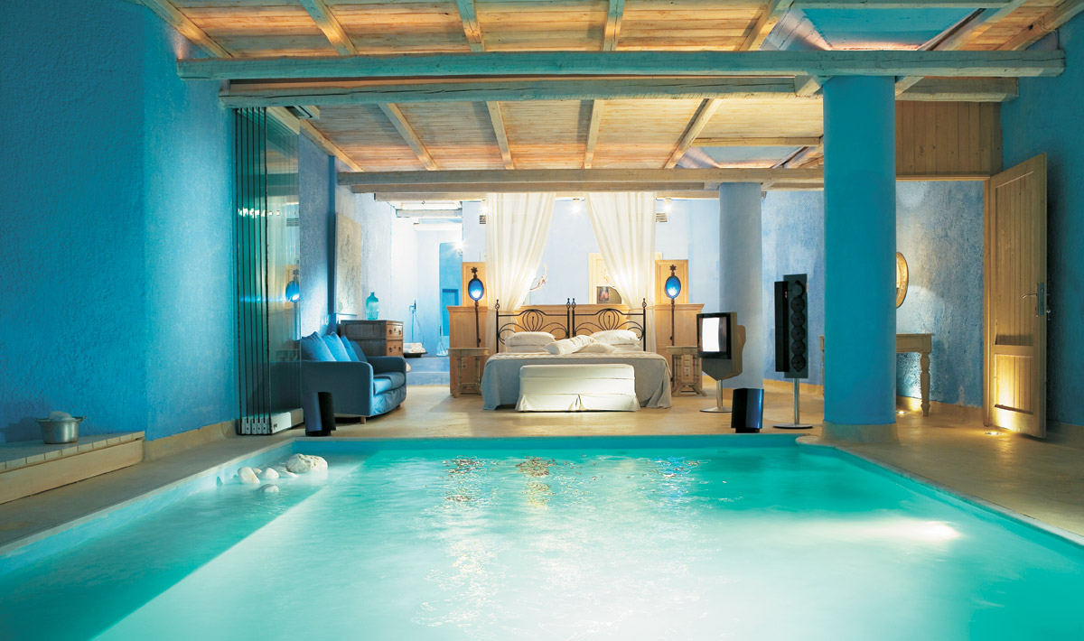 swimming pool bedroom