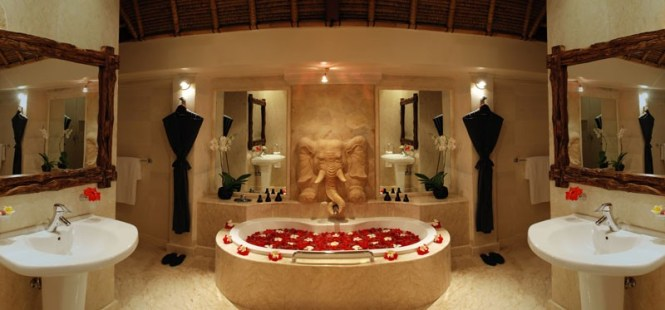Outdoor Bathroom Design And Ideas With White Bathtub Double Sink Luxurious Architectural Interiors Living Es In