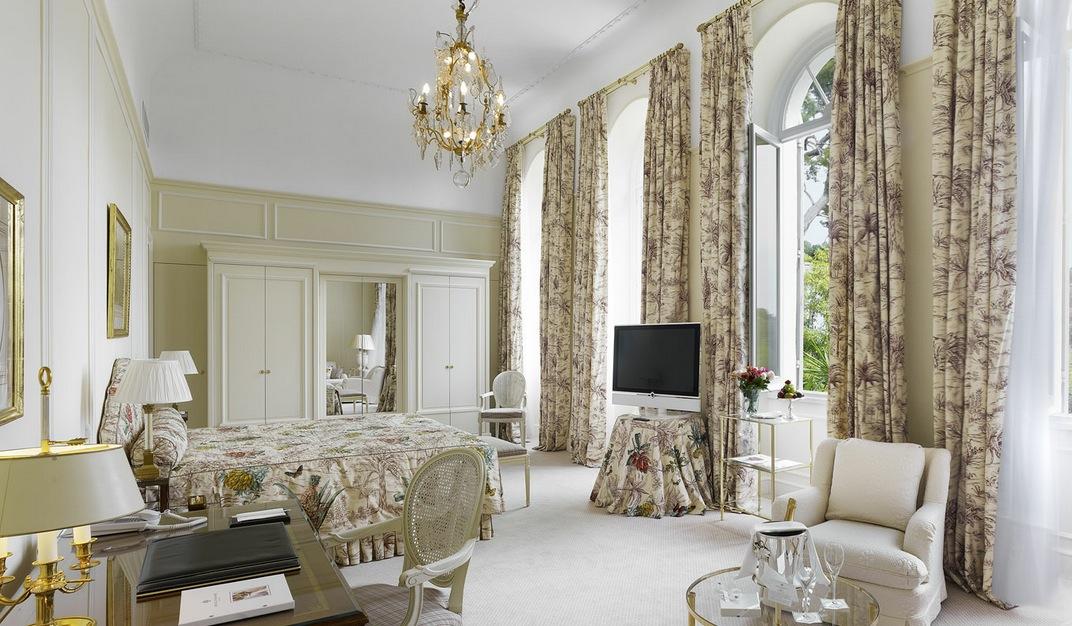 Traditional White Floral Bedroom Design Interior Design