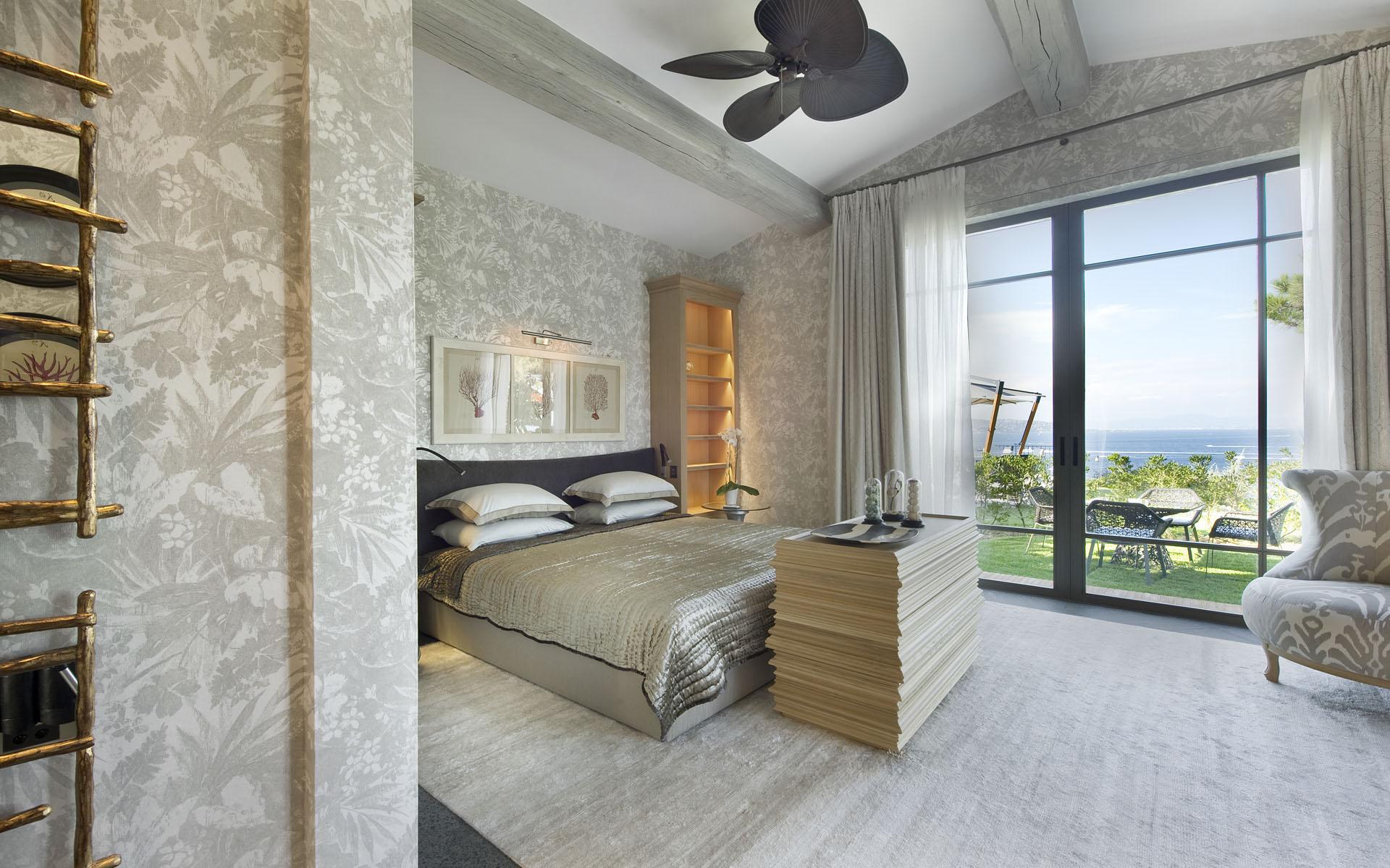 StTropezs Luxury Villa Peninsula 1