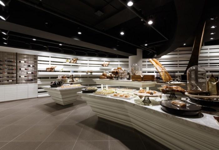 Open Layout Wine Bakery Interior Design Ideas
