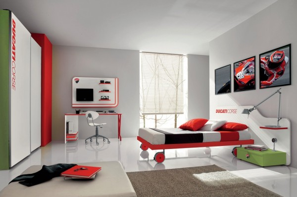Red green teenage boys room