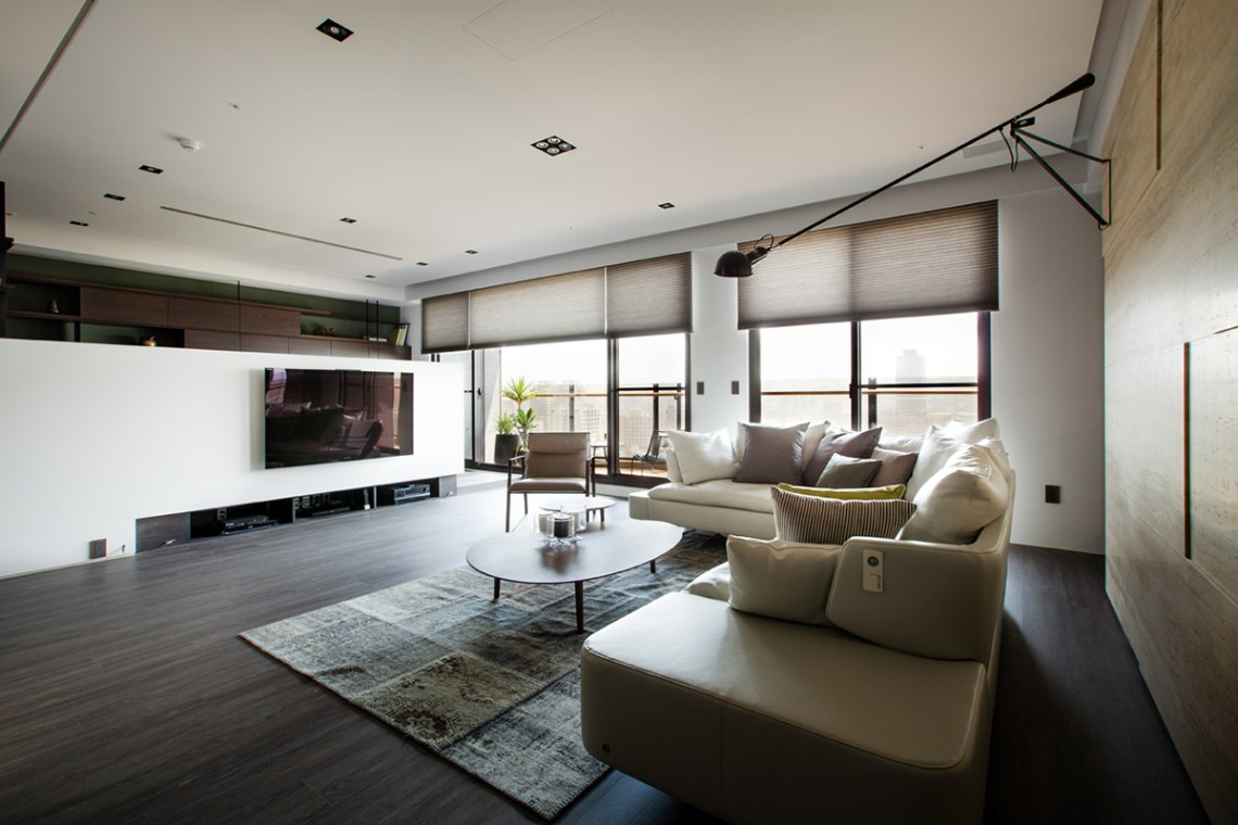 Asian Interior Design Trends in Two Modern Homes [With ...