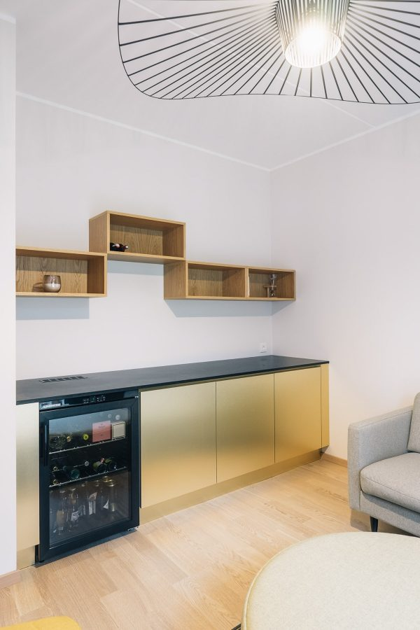A Few Floor Units And An Arrangement Of Shelving Cubbies Above A Clear  Fronted Fridge Makes This Spot Into A Home Bar.